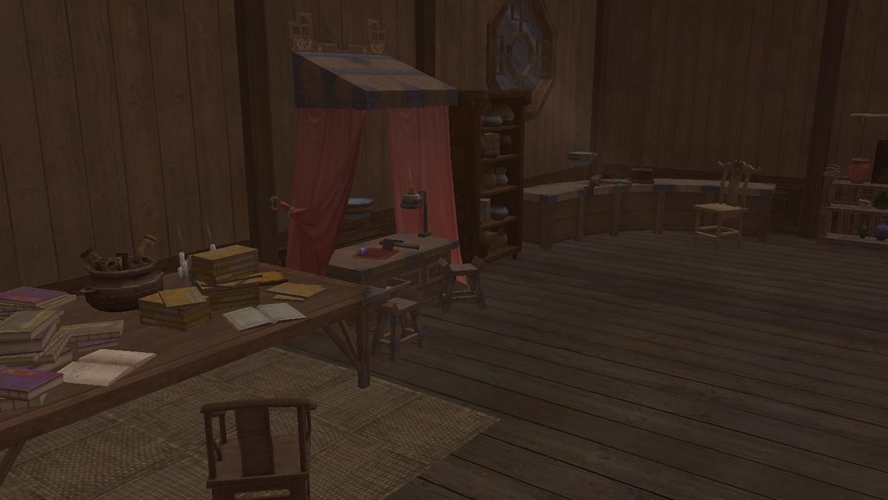 Imatge de la casa de l'Uriel amb un escriptori ple de llibres